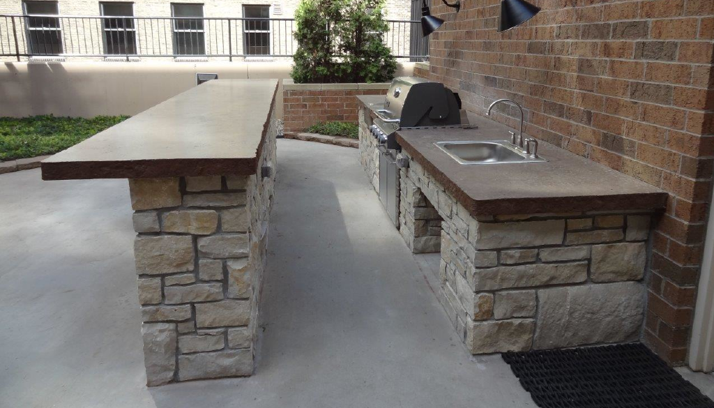 Common patio grill The Metro Apartments